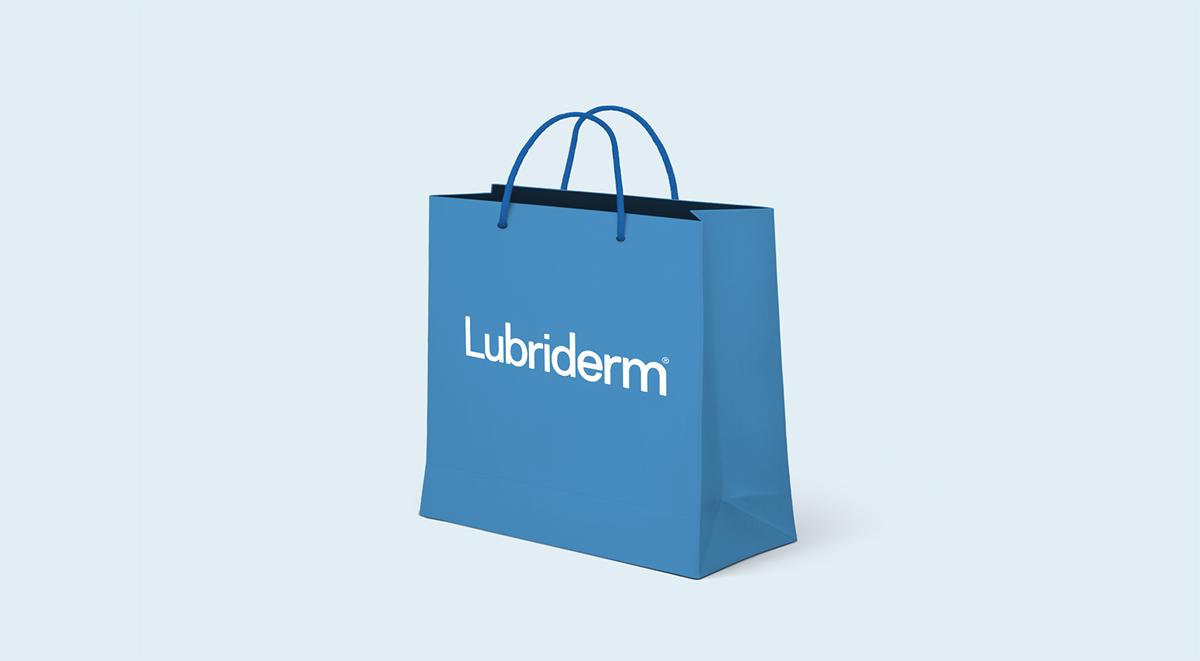 Una bolsa de compras con el logotipo de Lubriderm